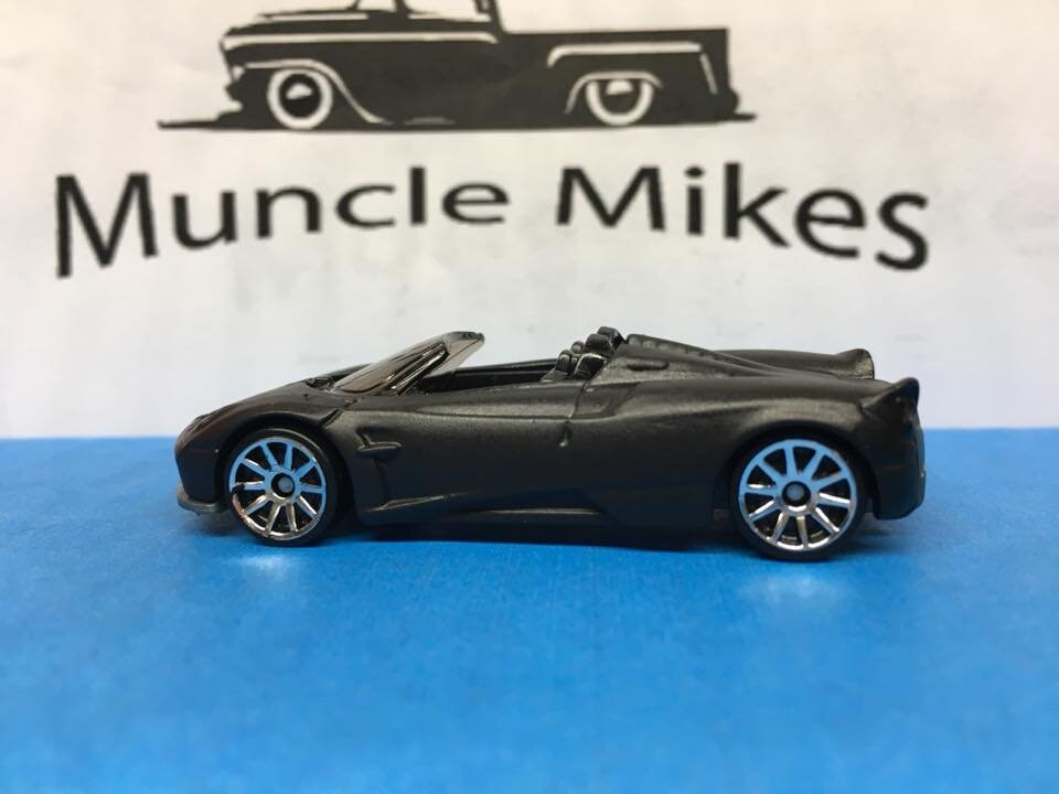 Custom Hot Wheels 17 Pagani Huayra Roadster Flat Black