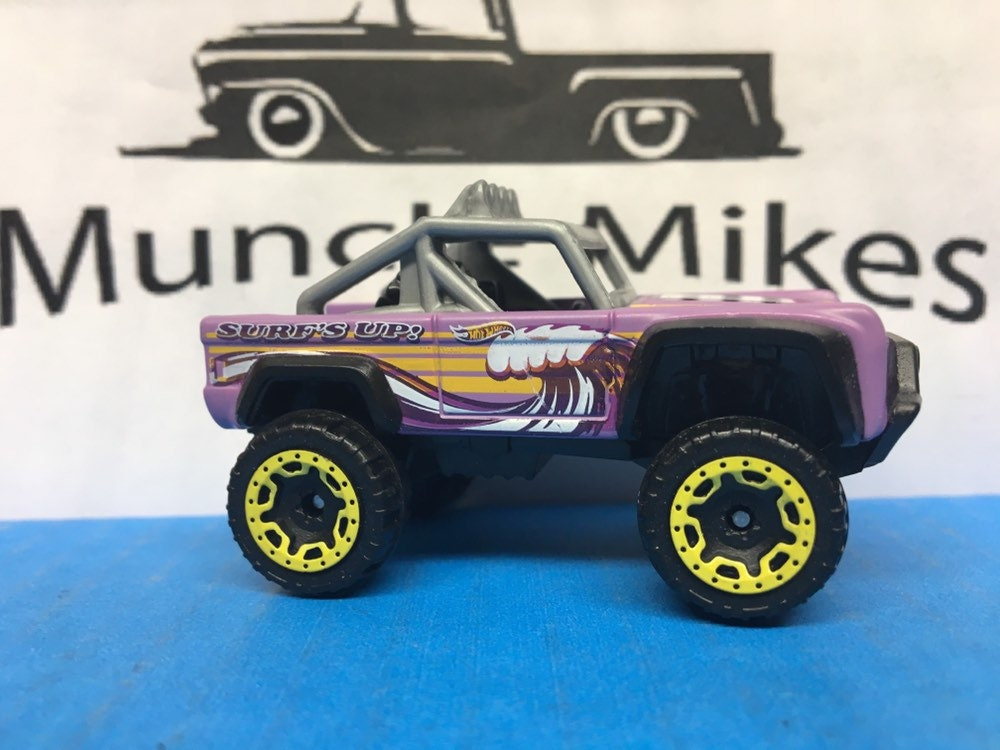 Hot Wheels & Display Case Ford Bronco PURPLE