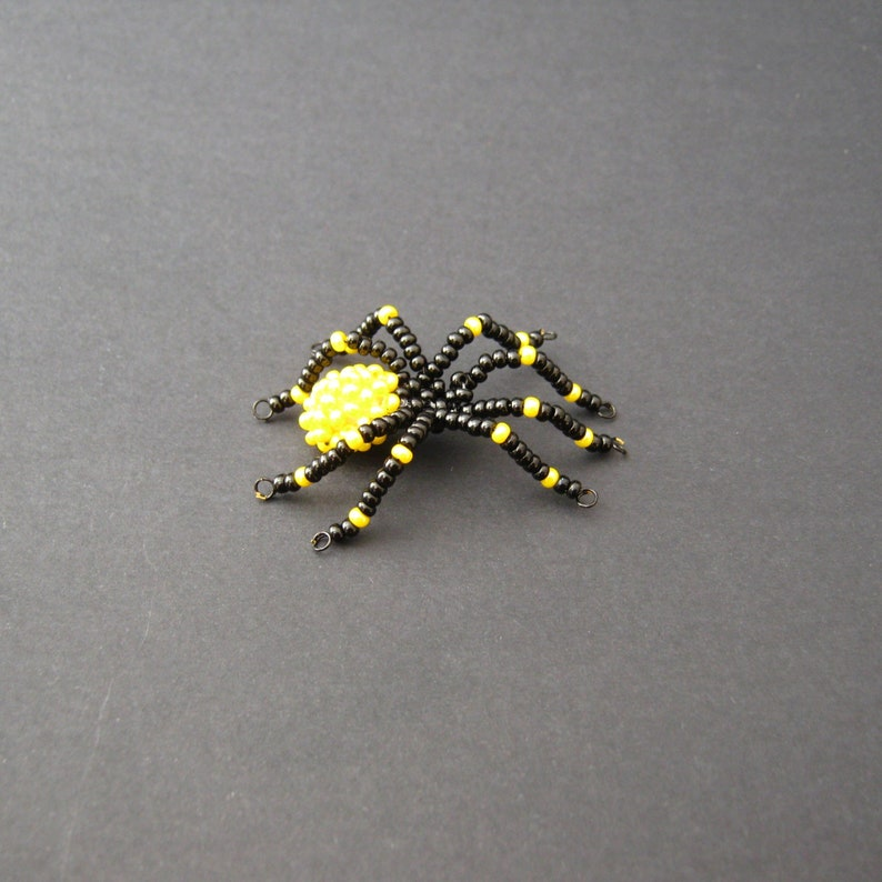 Beaded black-yellow spider for Halloween Beading Tutorial Digital pdf ebook.