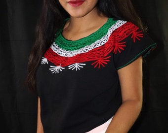 d3d832c145 Women s Mexican Blouse - Embroidered Blouse - Medium Mexican Blouse - Blusa  Mexicana - Blusa Artesanal - Mexican Fiesta - Cinco de Mayo