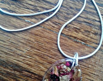Oval Floral Resin Necklace