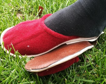 Wool slippers / Eco slippers / House slippers / Womens slippers / Warm slippers / Handmade slippers / Knitted slippers / Red slippers /