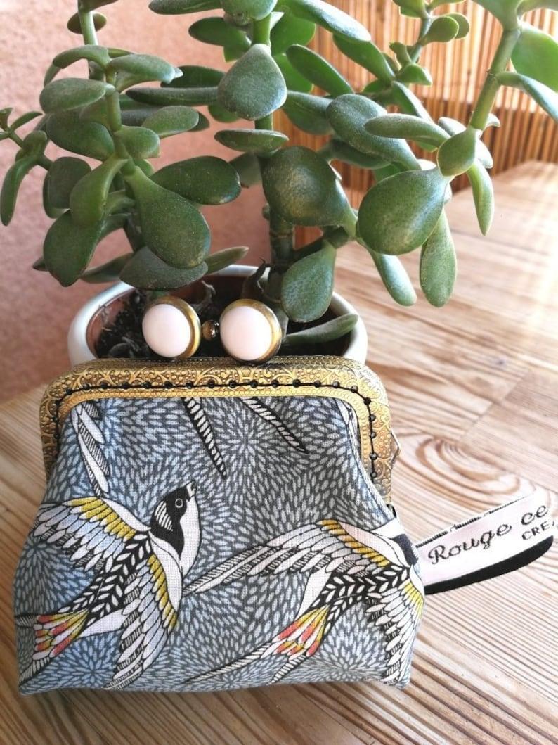 Retro purse with metal clasp