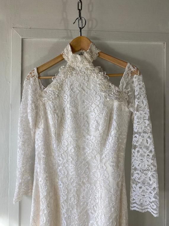 1980s Off Shoulder Lace Wedding Dress - image 4