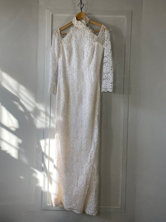 1980s Off Shoulder Lace Wedding Dress - image 5