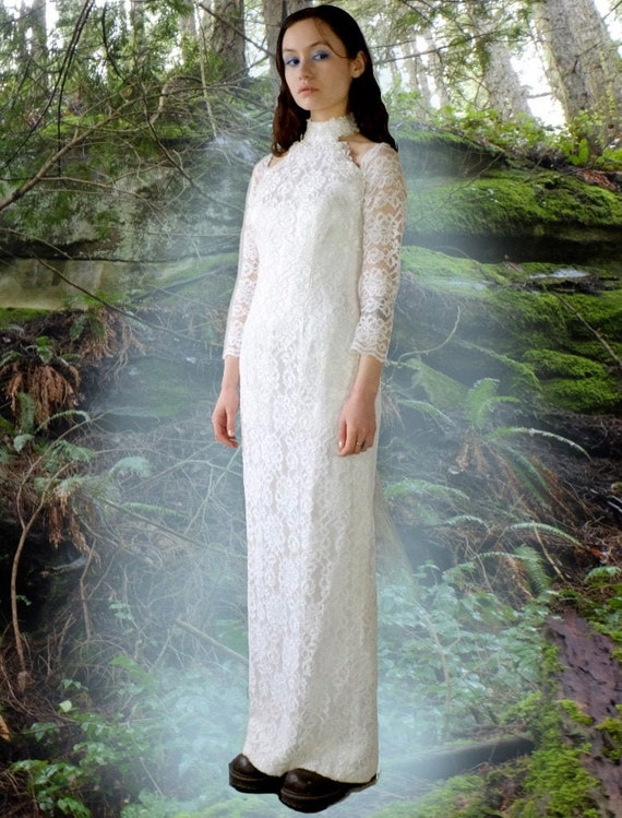 1980s Off Shoulder Lace Wedding Dress