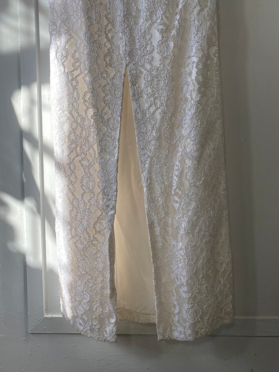 1980s Off Shoulder Lace Wedding Dress - image 9