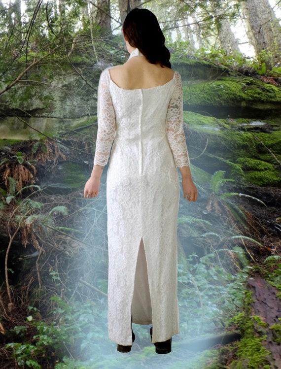 1980s Off Shoulder Lace Wedding Dress - image 3