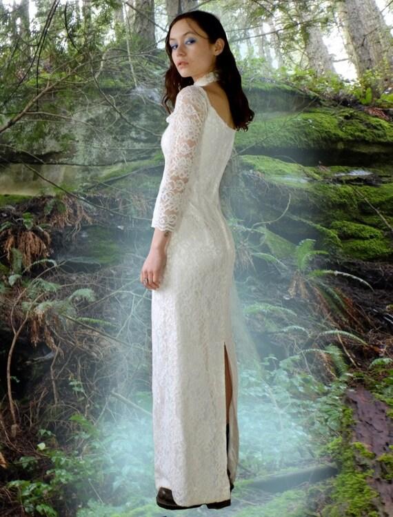 1980s Off Shoulder Lace Wedding Dress - image 2