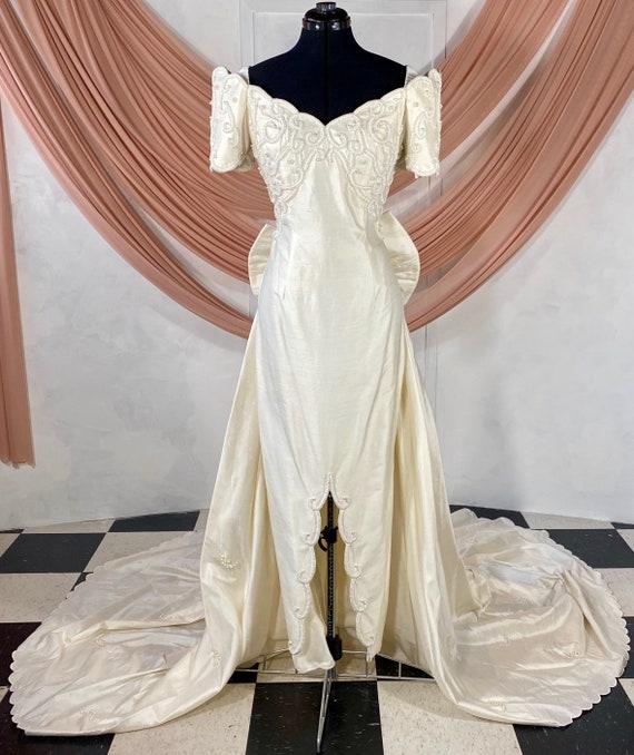 Ivory Off Shoulder Scalloped Vintage Wedding Dress