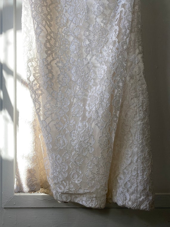 1980s Off Shoulder Lace Wedding Dress - image 6