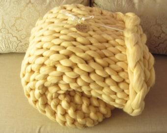 Super chunky blanket. Handmade knitted blanket. Merino wool blanket. Chunky blanket. Chunky knit blanket. Big stitch. Huge blanket.