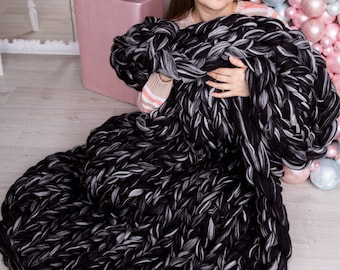 Handmade blanket. Knitted blanket. Chunky yarn. Chunky blanket. Chunky knit blanket. Bulky blanket. Big stitch. Huge blanket. Extreme knit