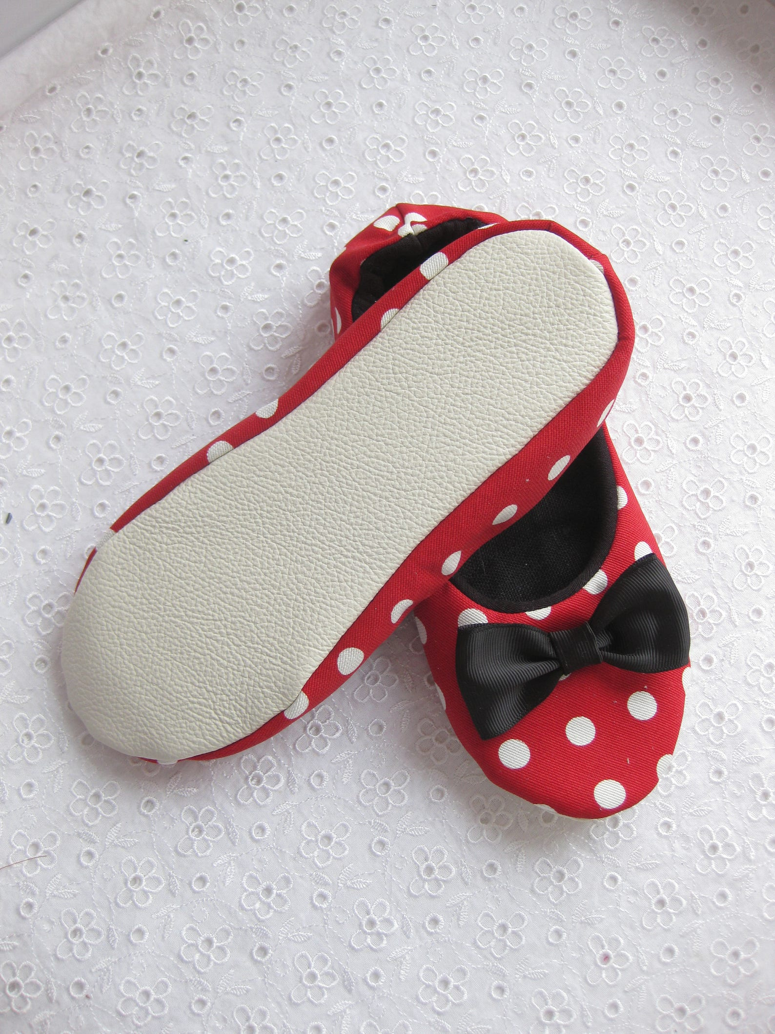 ballet slippers, mini mouse ,spa slippers, cotton slippers, gift women, gift girl, cozy slippers, womens slippers, womens house