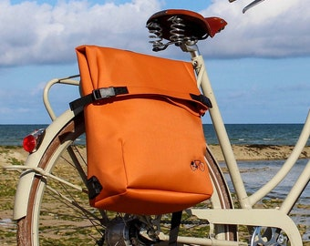 Unisex Backpack for cylists and waterproof rear bikebag in Brown Copper