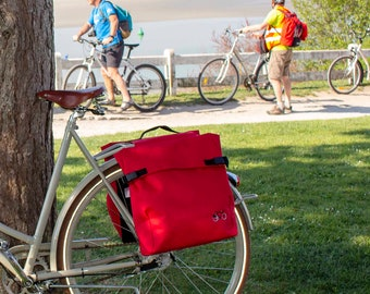 Unisex Backpack for cyclists, waterproof rear bikebag in Red