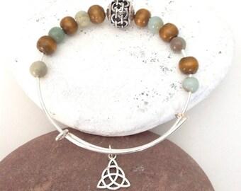 Celtic Knot Bracelet, Celtic triangle, Trinity Knot, Triquetra jewelry, Celtic love Knot, Irish bracelet, Irish gift, St Patrick's Day gift