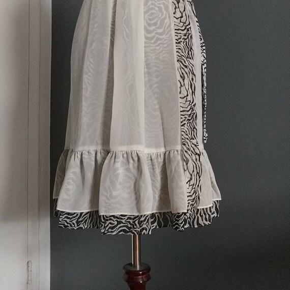 Romantic high collar sleeveless dress - image 5