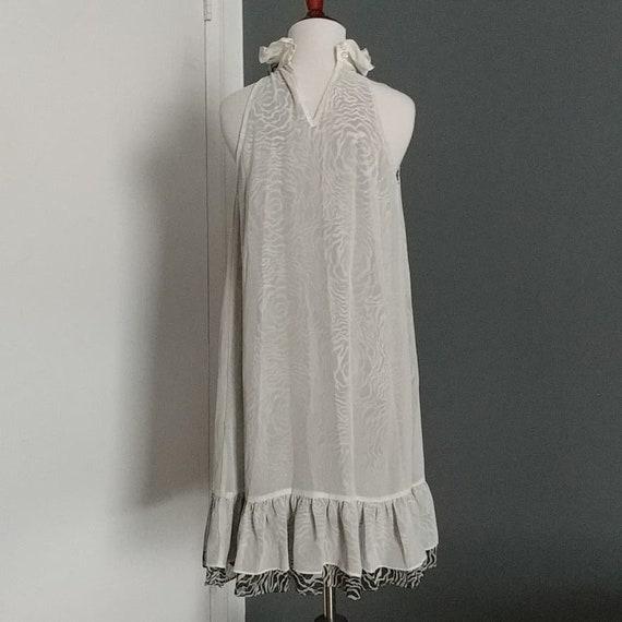 Romantic high collar sleeveless dress - image 4