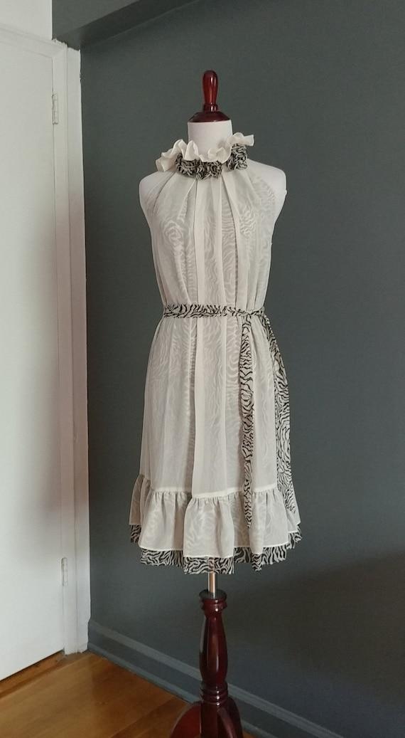 Romantic high collar sleeveless dress - image 6