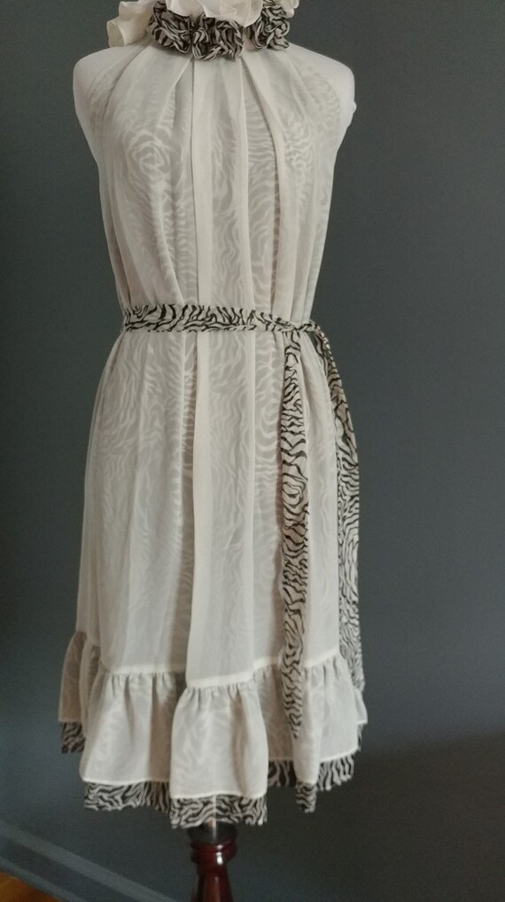 Romantic high collar sleeveless dress - image 7