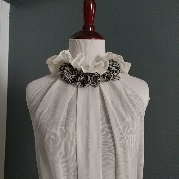 Romantic high collar sleeveless dress - image 1