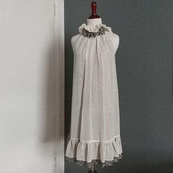 Romantic high collar sleeveless dress - image 2