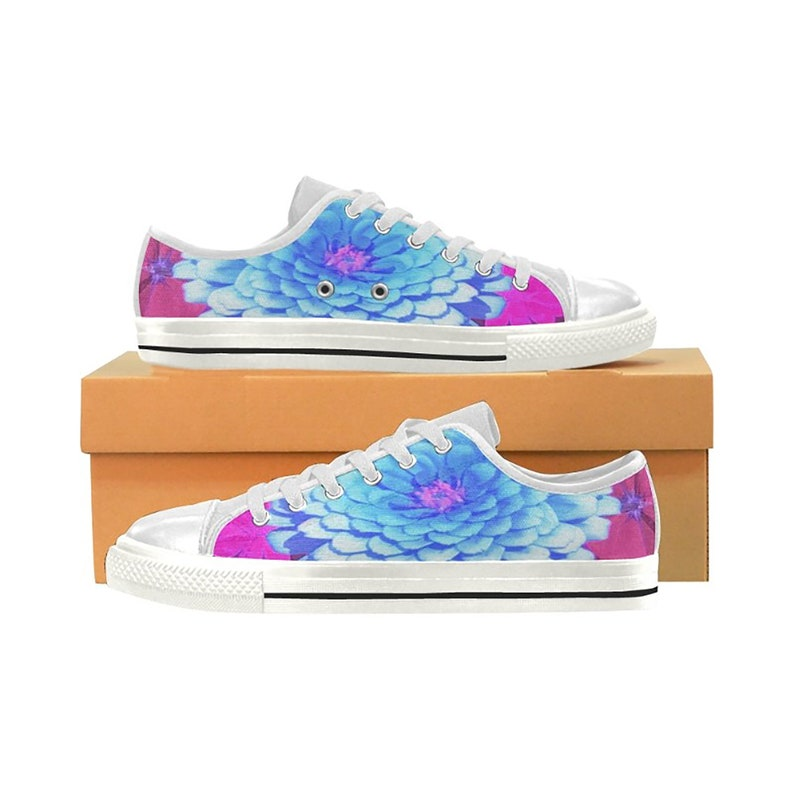Custom Design Pretty Blue Zinnia in the Purple Summer Garden Low Top Tennis Shoes for Women and Teen Girls White Canvas Sneakers
