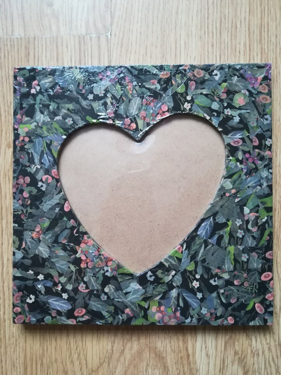 Hand decorated photo frame using decopatch