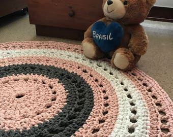 Round carpet, woven to crochet, pink, Marengo grey and white