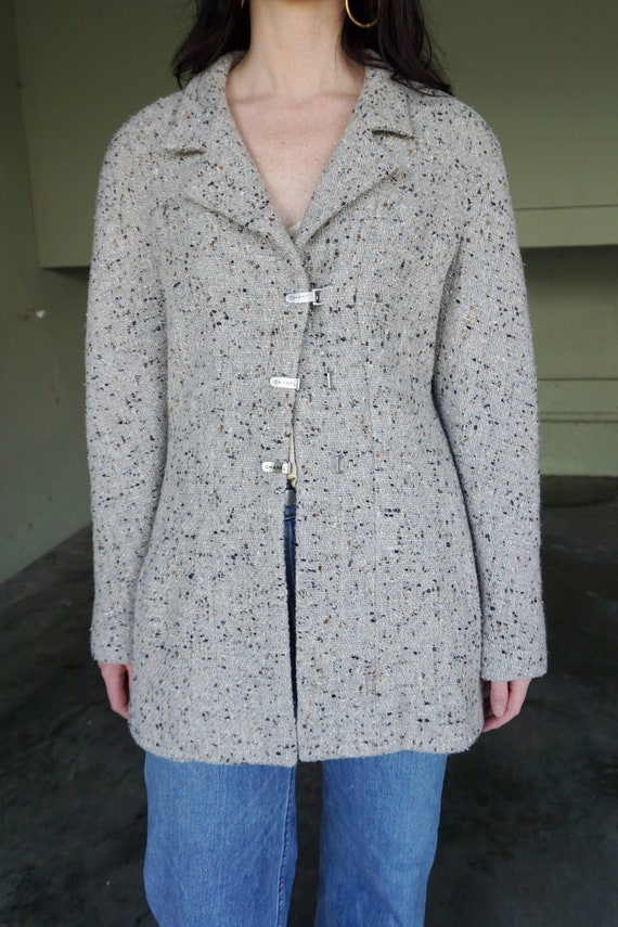 1990s CHANEL Gray Tweed Boucle Jacket with Gold L… - image 3