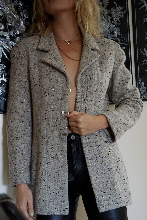 1990s CHANEL Gray Tweed Boucle Jacket with Gold L… - image 7