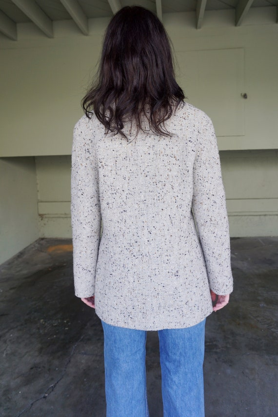 1990s CHANEL Gray Tweed Boucle Jacket with Gold L… - image 6