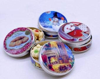 Miniature Cookies with a tin,Miniature Christmas Cake,Miniature Bakery,Miniature Sweet,Dollhouse cake,Dolls and Miniature