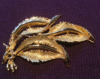 Gold Coloured Leaf Brooch Vintage from the 1970s