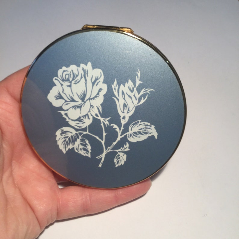 1960s Vintage Stratton Convertible Compact in Original Box Stratton White Rose on Blue Powder Compact