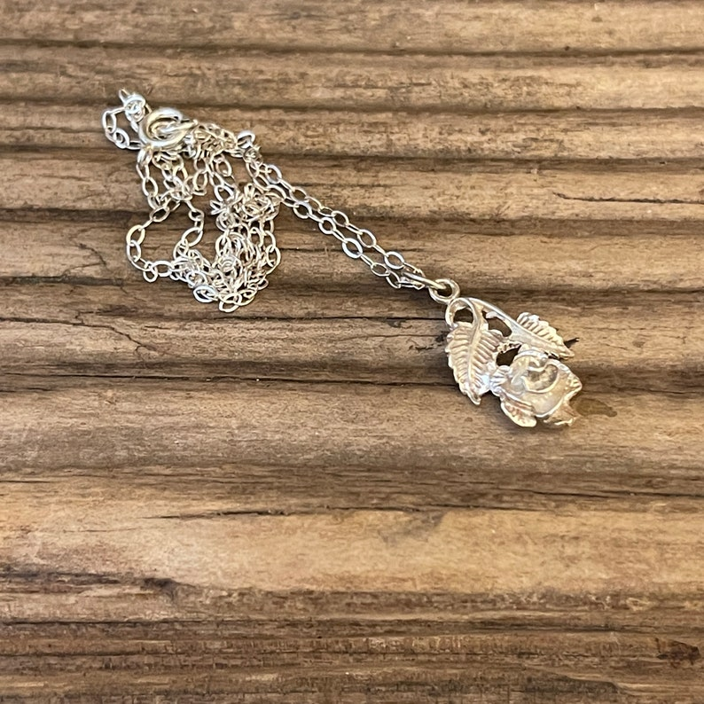 Wife Mum Daughter Love Friend Valentine Gift Vintage Rose Pendant Necklace Chain Silver 1970s Floral Jewellery 3D Flower Leaf Charm