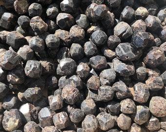 Cobble Creek: 1 LB Almandine Garnets from China