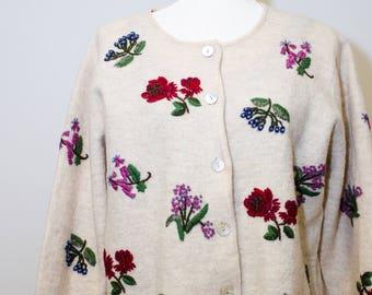 Beautiful Vintage Skyr embroidered 100 % Wool sweater/jacket.