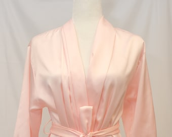 Vintage Christian Dior Robe with beautiful Lace at Sleeves. Two Pockets