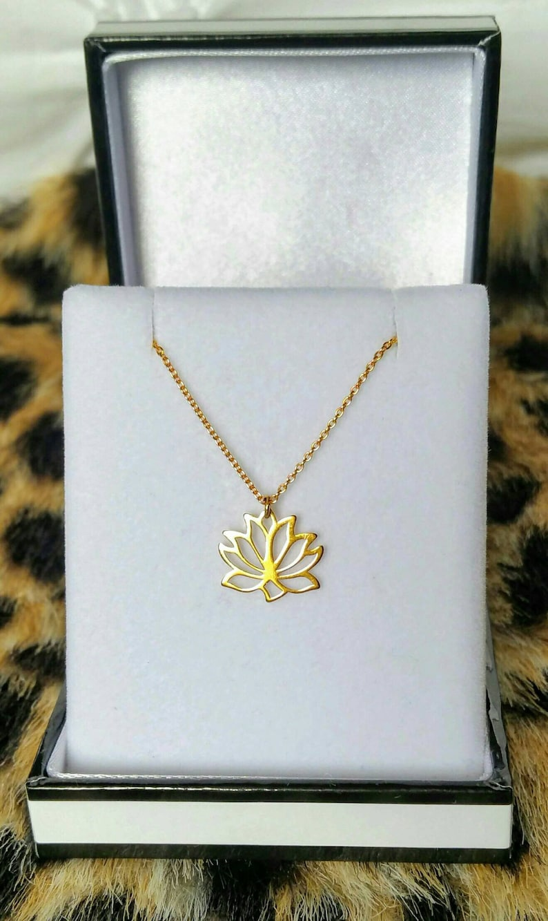 d20d84dccb Lotusblüte Lotusblume Anhänger Halskette gold Silber Lotus | Etsy