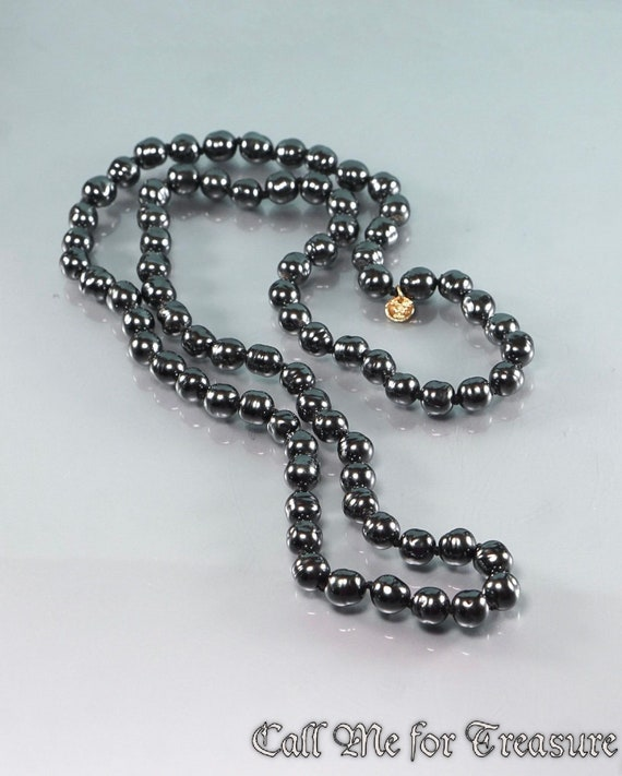 CHANEL 1981 glass pearl necklace / Vintage Chanel