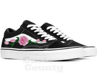 35a0993068 Floral Vans shoes, Vans shoes old skool, old skool rose, Vans rose shoes,  Vans rose, old skool patch, Vans rose Women, Vans old skool Men