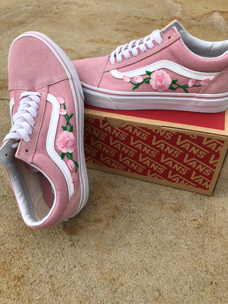 Pink Vans old skool, custom vans shoes, Vans old skool rose, Vans sneakers, Vans shoes for women, rose sneakers, floral vans, vans shoes