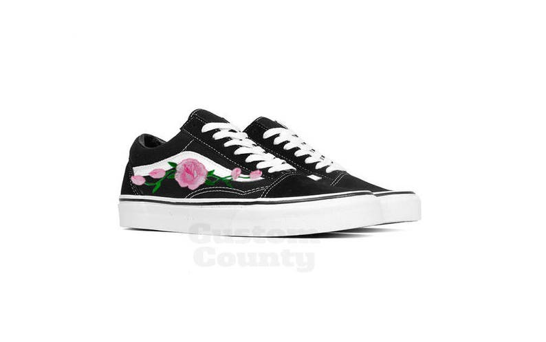 f2e601003e39 Floral Vans shoes Vans shoes old skool old skool rose Vans