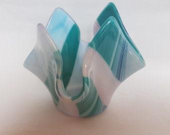 Vase en verre turquoise et rose.