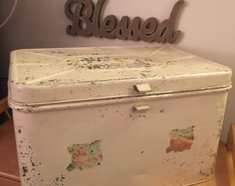 Vintage Large Tin Bread Box, Savory, shabby chic, Vintage Metal Bread Box, Hinged Retro Breadbox, Kitchen Decor, Kitchen Storage