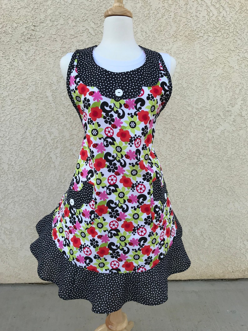 Womens Scalloped Apron with Cross Back Ties