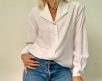Vintage white blouse / long sleeve / size 12 / embroidered / statement collar