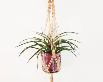 Charming little hanging thin natural hemp